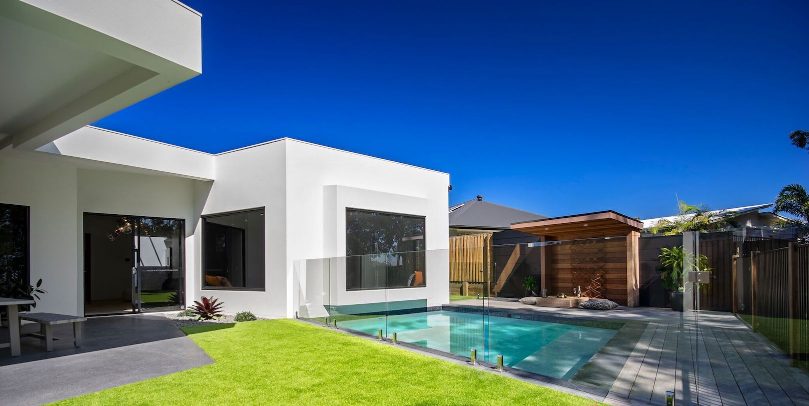 rear-view-to-pool-small